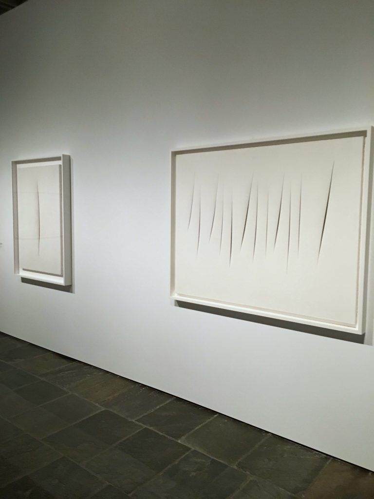White slashes, lucio fontana