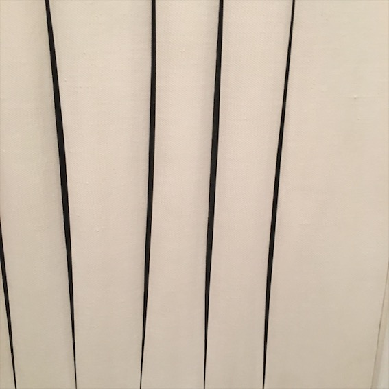 White slash details, Fontana