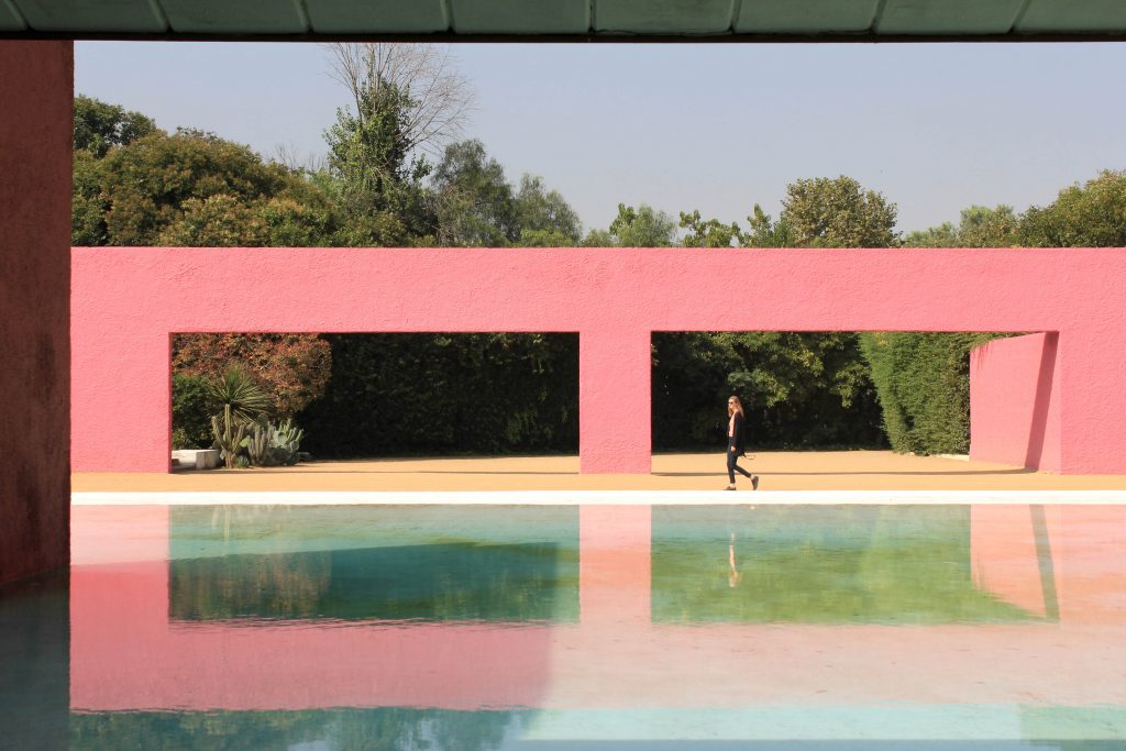 Barragán's geometric architecture reflected in a pool.