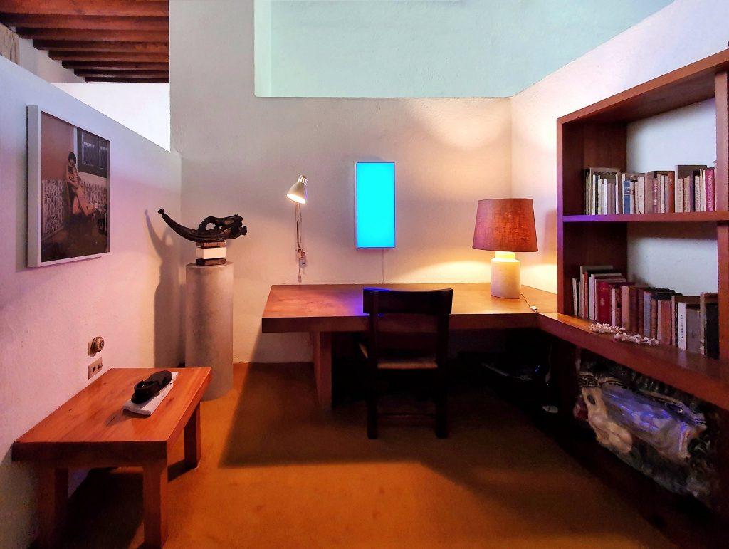 A study area in Barragán's casa.
