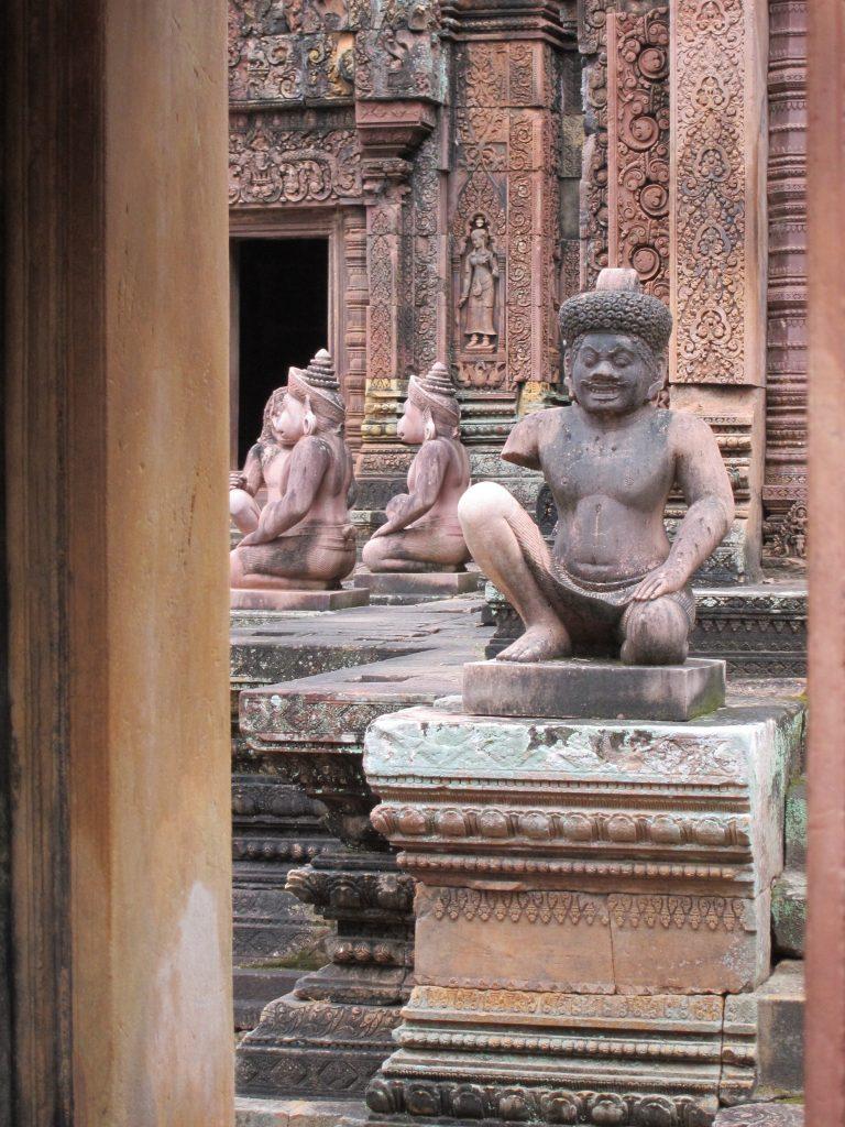 Banteay Srei. Statues detail.